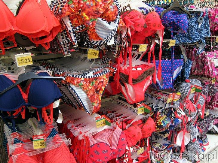 92d69c87ae35e0 Strój kąpielowy koralowy Auchan, Plaża, sprzęt plażowy, odzież plażowa i  kapielowa - tuGAZETKA.pl